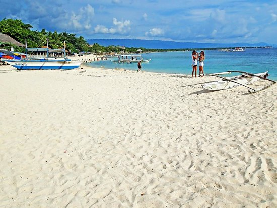 white-beach-basdako-moalboal