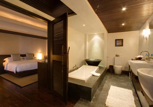 Abaca suite bathroom to bedroom