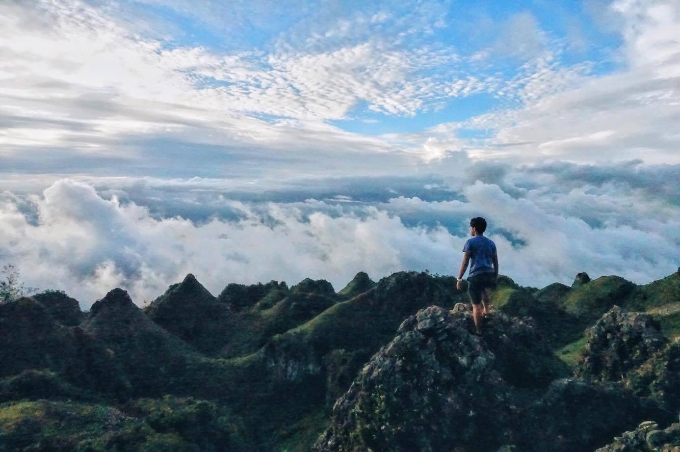 Osmeña Peak | Photo by Christoeffer John