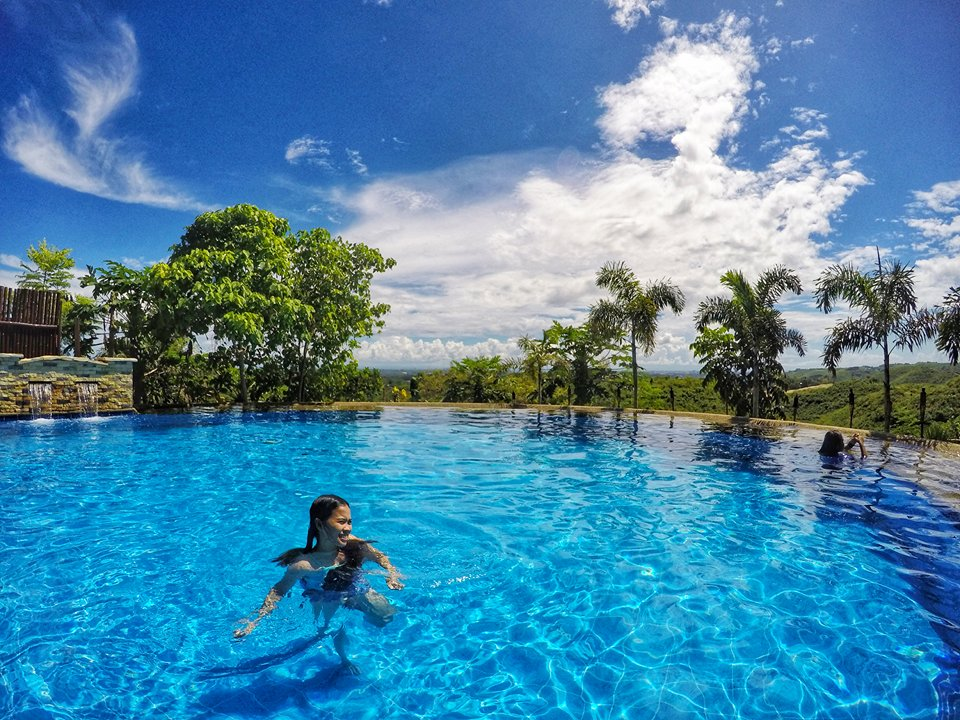 Ibabaw Mountain Resort Swimming Pool, Liloan | Photo by Mark Teach