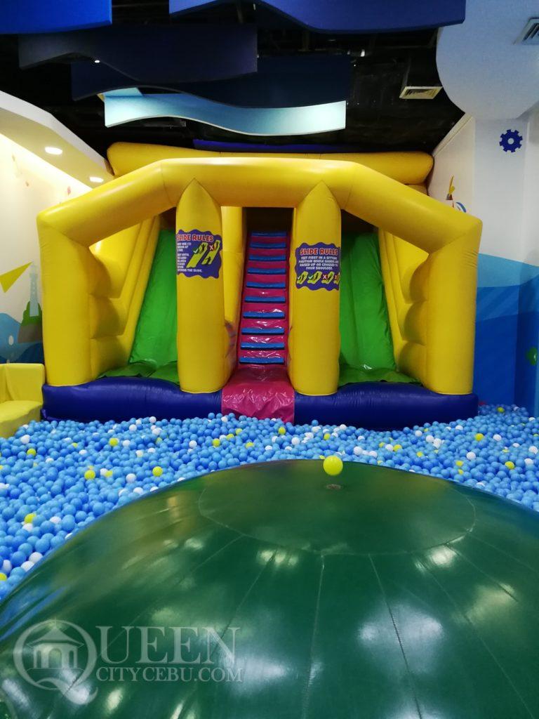 kidzoona swimball pool with balloon slide