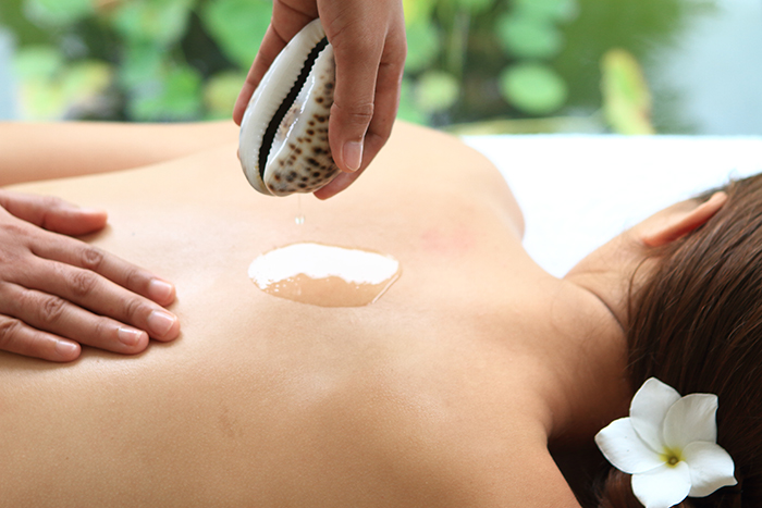 Kandaya's Cowrie Shell Massage // Photo by Kandaya Resort