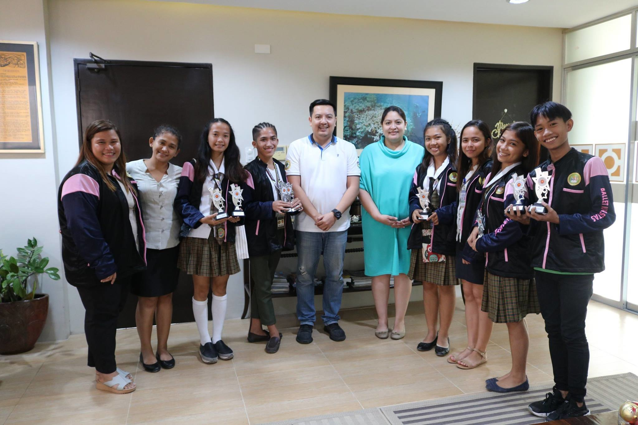 Mayor of Bogo, Carlo Martinez with the Vice Mayor of Bogo, Mayel Martinez with the City of Bogo Science and Arts students.