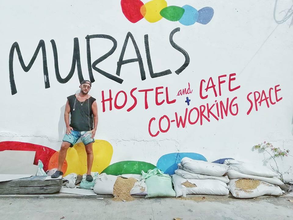 Murals Hostel & Cafe